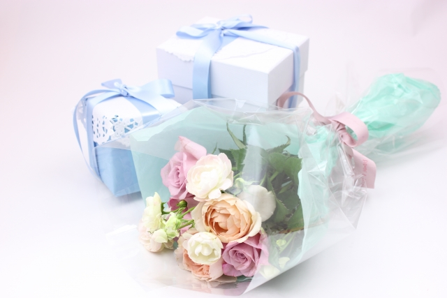 花束とプレゼント